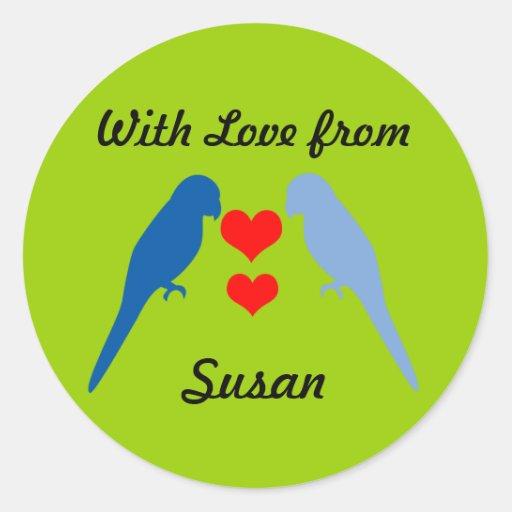 Dos pájaros en pegatina del regalo del amor