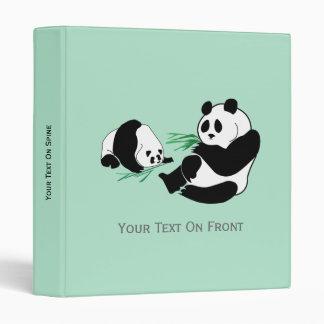 Dos pandas comen el bambú en la carpeta de Avery 1