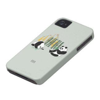 Dos pandas con el caso del iPhone 4 4S del mango y Case-Mate iPhone 4 Protector