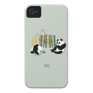 Dos pandas con el mango y el bambú Blackberry Case-Mate iPhone 4 Carcasa