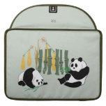 Dos pandas con el mango y el bambú Macbook favorab Funda Para Macbook Pro