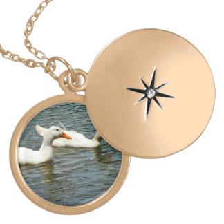 Dos patos blancos colgantes personalizados