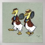 Dos patos con las chaquetas y las estafas de tenis posters