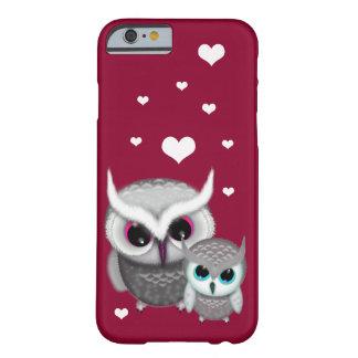 Dos pequeños búhos y corazones funda barely there iPhone 6