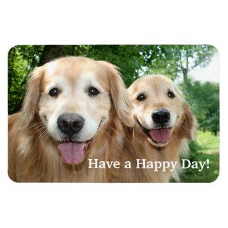 Dos perros felices del golden retriever afuera imán rectangular