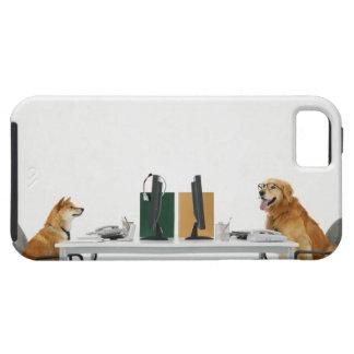 Dos perros que llevan el lazo y los vidrios, funda para iPhone SE/5/5s
