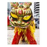 Dos personas en el traje chino del dragón, tarjetas postales