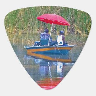 Dos pescadores en el lago plumilla de guitarra