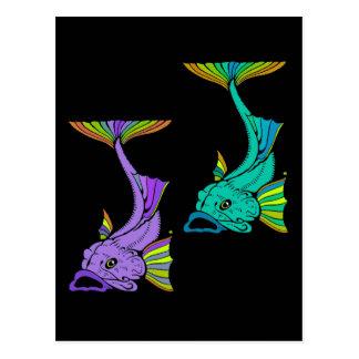 Dos pescados coloridos postal