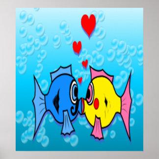Dos pescados que se besan, escena subacuática póster