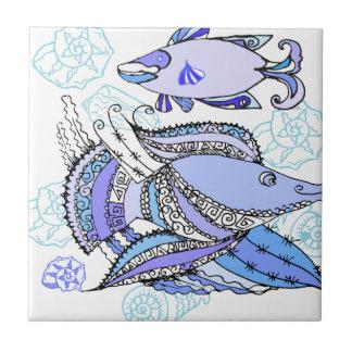 Dos pescados y conchas de berberecho azulejos