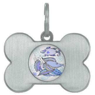 Dos pescados y conchas de berberecho placa mascota