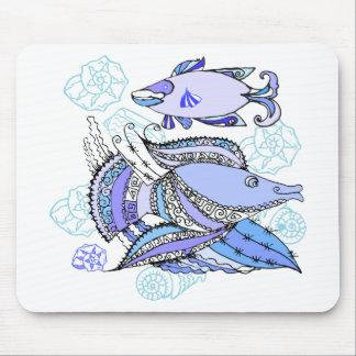 Dos pescados y conchas de berberecho alfombrilla de ratones