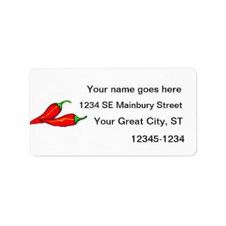 Dos pimientas de chile rojo en lado etiqueta de dirección