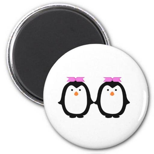 Dos pingüinos femeninos imán de nevera