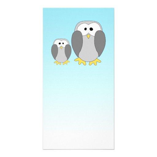 Dos pingüinos lindos. Dibujo animado en azul de ci Tarjeta Fotografica Personalizada