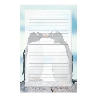 Dos pingüinos que tocan los picos papeleria