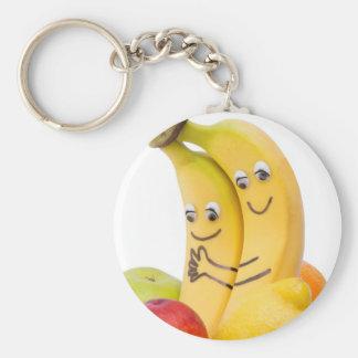 Dos plátanos cariñosos con los ojos y la boca llavero redondo tipo pin