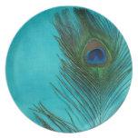 Dos plumas del pavo real de la aguamarina plato de cena