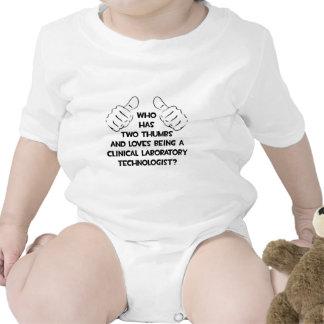 Dos pulgares. Tecnólogo clínico del laboratorio Trajes De Bebé