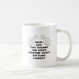 Dos pulgares y aman alguien cáncer de lucha tazas