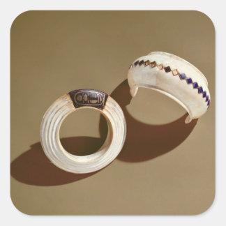 Dos pulseras, de la tumba de Tutankhamun Calcomanías Cuadradas Personalizadas