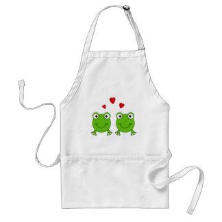 Dos ranas verdes con los corazones rojos delantal