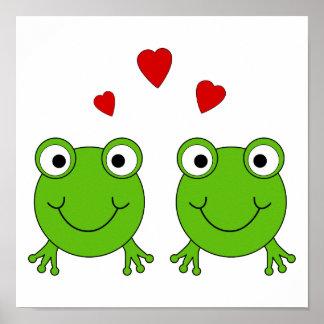 Dos ranas verdes con los corazones rojos poster