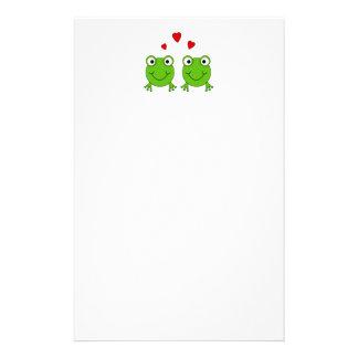 Dos ranas verdes con los corazones rojos papelería personalizada