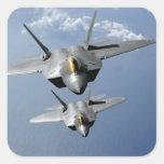 Dos rapaces F-22 vuelan sobre el Océano Pacífico Pegatina Cuadrada