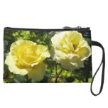 Dos rosas amarillos