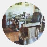 Dos sillas de peluquero etiqueta redonda