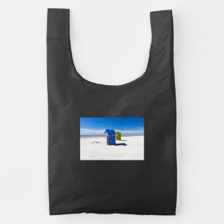 Dos sillas de playa en el Mar del Norte Bolsa Reutilizable