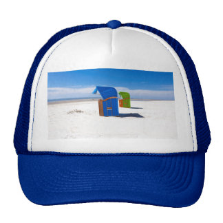 Dos sillas de playa en el Mar del Norte Gorro De Camionero