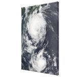Dos sistemas del tifón que se acercan al Extremo Lona Estirada Galerías