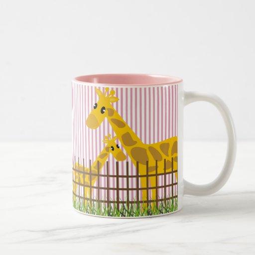 Dos (también) tazas lindas de las jirafas