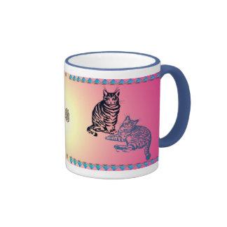 Dos tazas de los gatos de Tabby