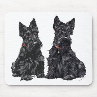 Dos terrieres escoceses negros alfombrillas de ratón