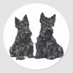 Dos terrieres escoceses negros etiqueta redonda