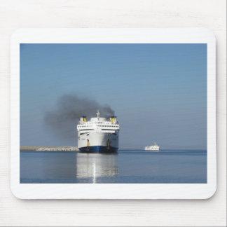 Dos transbordadores en Grecia Tapetes De Raton