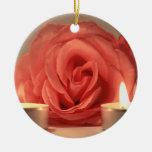 dos velas color de rosa de foto floral del rosa adorno