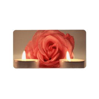 dos velas color de rosa de foto floral del rosa etiquetas de dirección