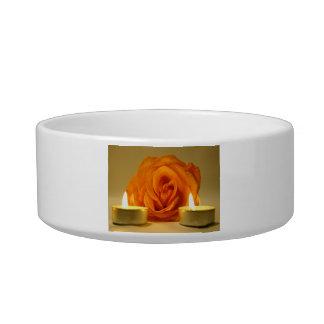 dos velas color de rosa de imagen floral amarillo- tazones para agua para gatos