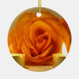 dos velas color de rosa de imagen floral amarillo- adorno de reyes