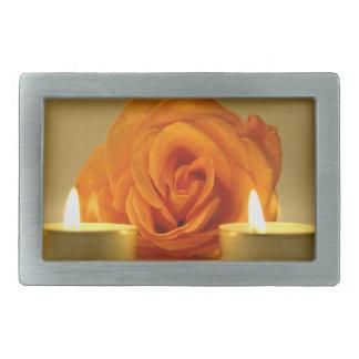 dos velas color de rosa de imagen floral amarillo- hebillas cinturon rectangulares