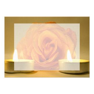 dos velas color de rosa de imagen floral amarillo- comunicados personalizados