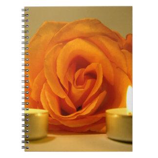dos velas color de rosa de imagen floral amarillo- libro de apuntes