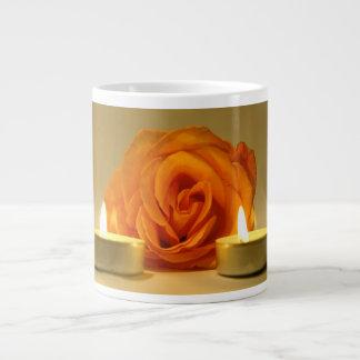 dos velas color de rosa de imagen floral amarillo- taza grande