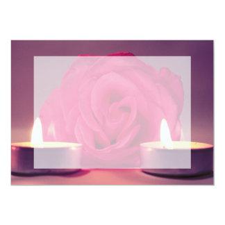 """dos velas color de rosa de imagen floral rosada invitación 5"""" x 7"""""""