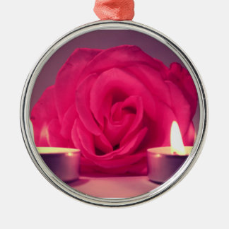 dos velas color de rosa de imagen floral rosada os adornos de navidad